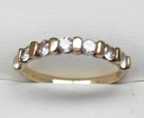 9ct gold half eternity ring size P1/2