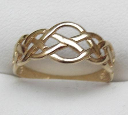 9ct gold celtic banded ring size O
