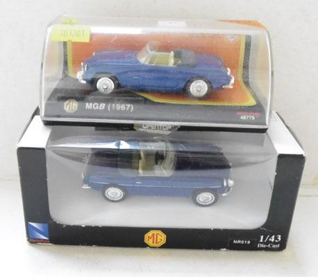2 boxed MGB (1967) sports cars 1-43 slave