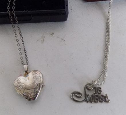 2x Ladies chains & pendants