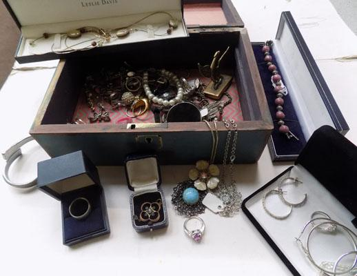 Box of costume jewellery & jewellery case
