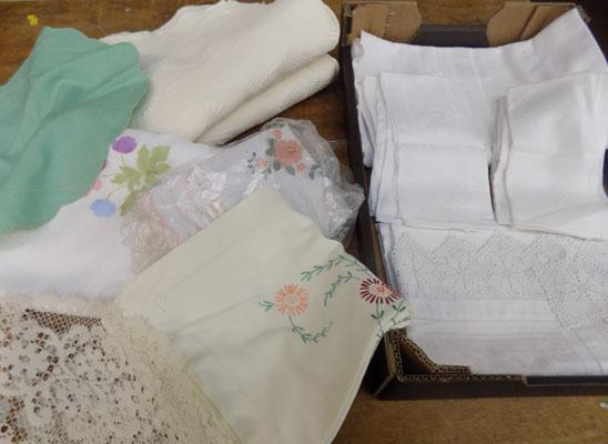 Small selection of vintage linen