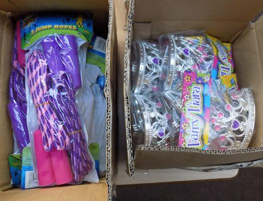 Box of skipping ropes & tiara's
