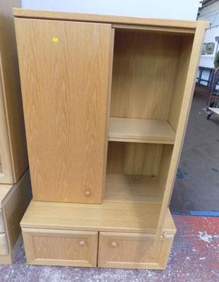 2x Wooden cupboards