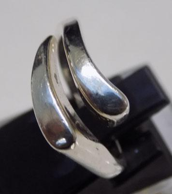 Unusual 925 silver ring - approx. size N