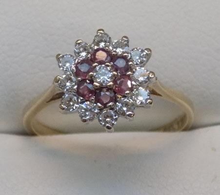9ct gold cluster ring, size O1/2