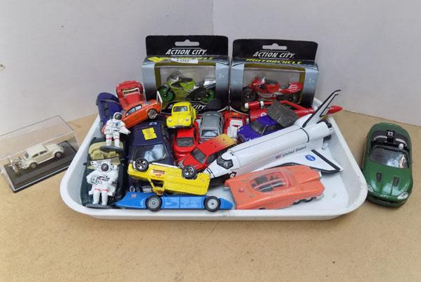 Tray of diecast and boxed motor bikes