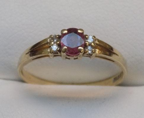 9ct gold ruby & diamond cluster ring, size O1/2