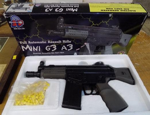 Mini G3 A3 air soft gun, fully automatic, batteries & ammunition included