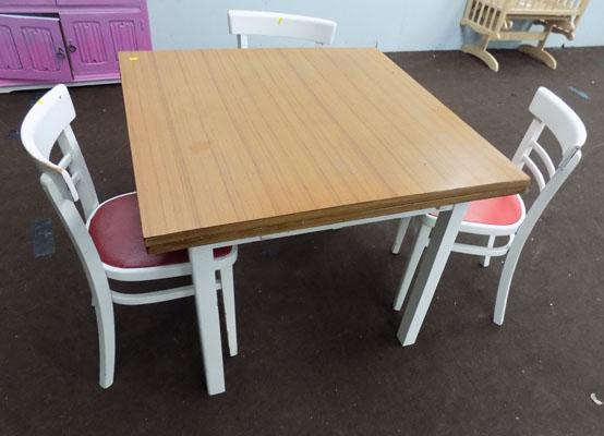 Retro table & 3 chairs