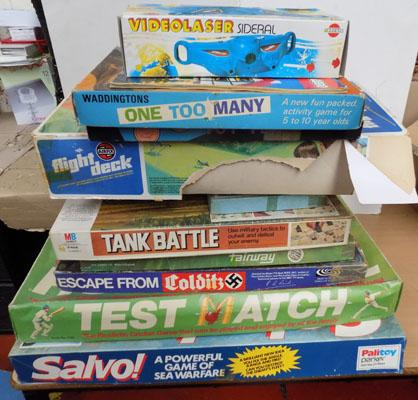 Large collection of vintage games incl. Colditz