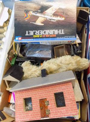 Box of mixed toys incl. Golpiers, model aircraft