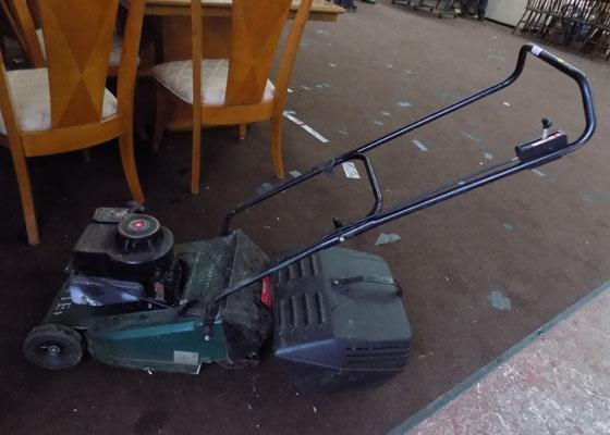 Bricks 4 Stratton petrol lawnmower W/O (cable requires attention)