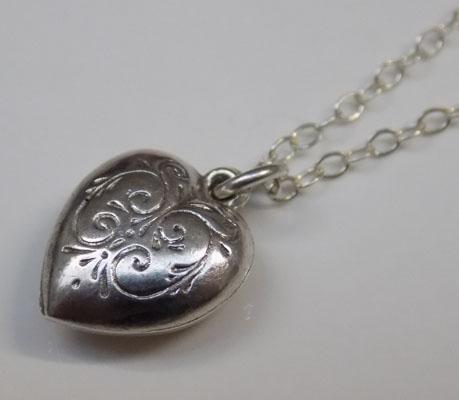 Petite vintage silver heart pendent on silver chain