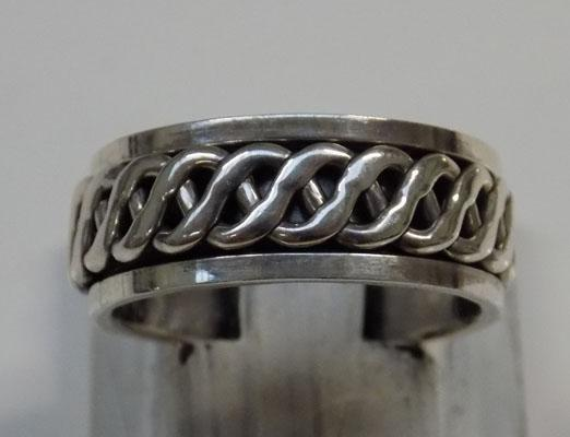 Sterling 925 silver Celtic spinner ring - size approx. Q 1/2