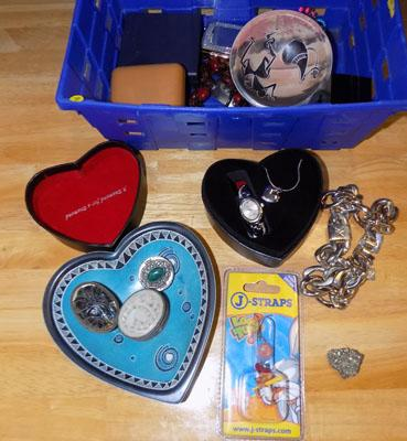 Mixed box of jewellery & pill boxes