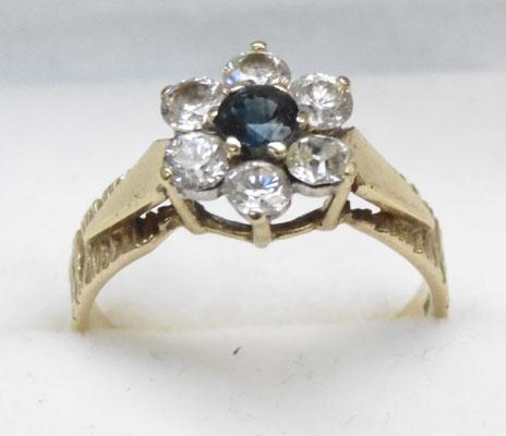 9ct Gold Sapphire cluster ring size O1/2