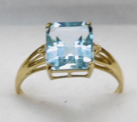 9ct Gold light blue Topaz ring size O1/2