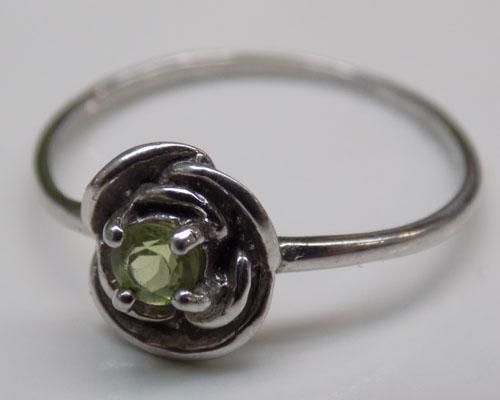 925 Silver flower ring with green stone
