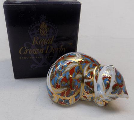 Royal Crown Derby contented Kitten-gold stopper