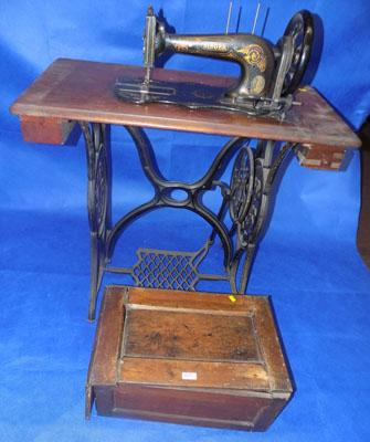Singer sewing machine table, cast iron (lid-needs attention)