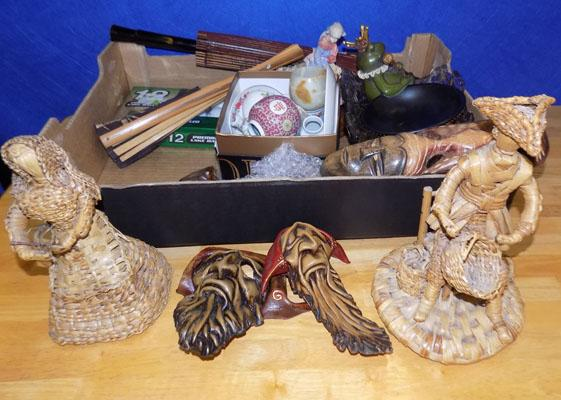 Box of mixed ornaments/collectables