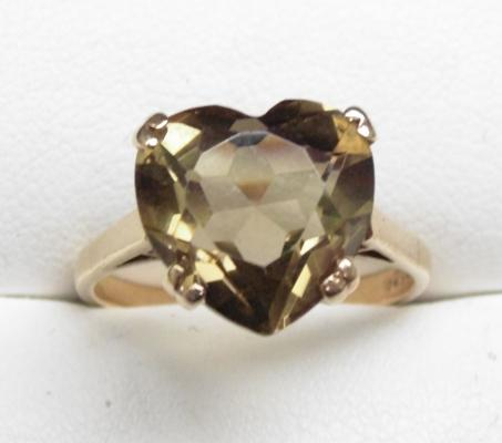 9ct gold heart shaped smokey quartz ring, size P