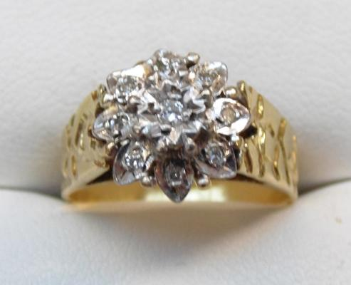 18ct gold cluster ring