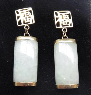 Pair of 9ct gold & jade earrings - Chinese characters