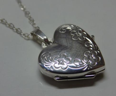 Silver flower patterned locket necklace