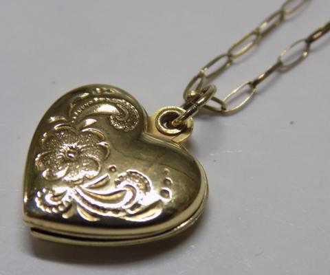 9ct Gold locket on gold chain-hallmarked 375