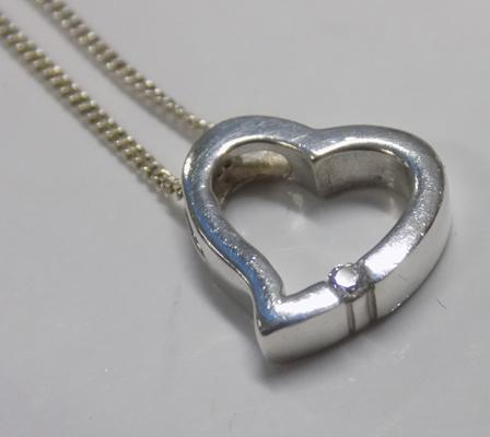 925 Silver floating heart necklace