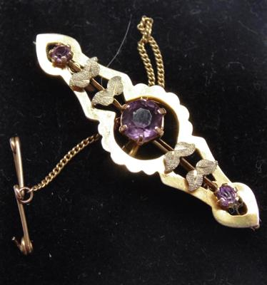 9ct gold amethyst brooch with gold safety chain