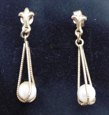 Pair of 9ct gold pearl drop earrings