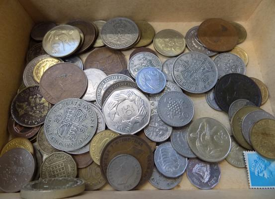 Assorted box of English & foreign coins
