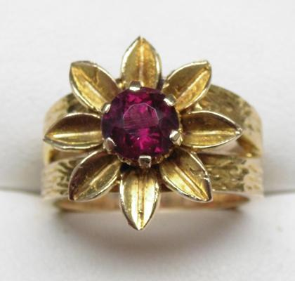 9ct gold large heavy garnet solitaire flower ring, M 1/2