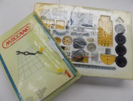 Meccano set & instruction booklets
