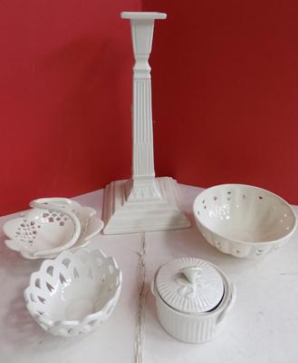 Five pieces of assorted cream ware