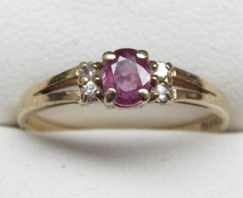 9ct gold ruby & diamond cluster ring, size O 1/2