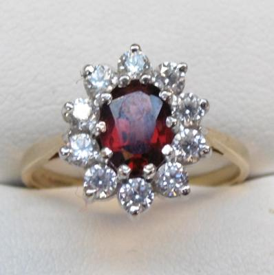 9ct gold garnet & clear stone ring
