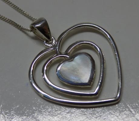 925 Silver necklace with silver & mother of pearl pendant