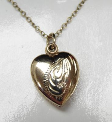 9ct gold chain with heart locket 18""