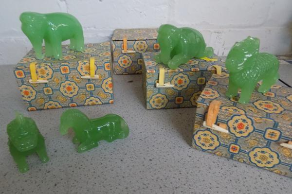 4x oriental animal paperweights with boxes