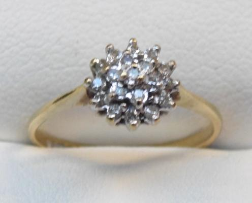 9ct gold & diamond cluster ring