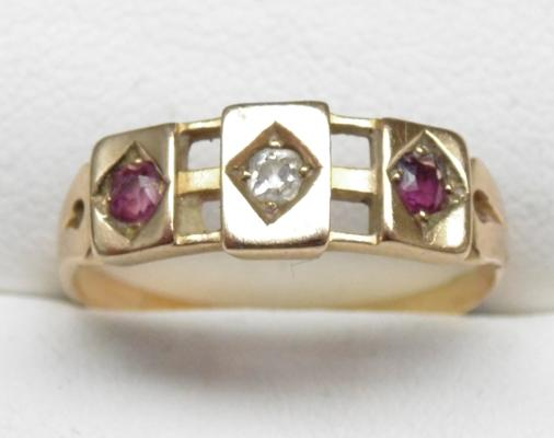 9ct gold ruby & diamond vintage trilogy ring, size Q