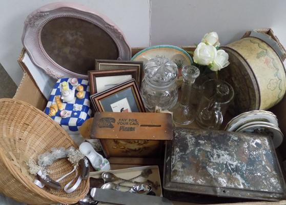 Box of mixed vintage items