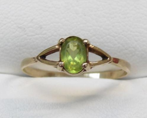 9ct gold & peridot ring