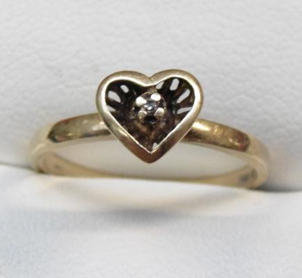 10k gold and diamond heart ring