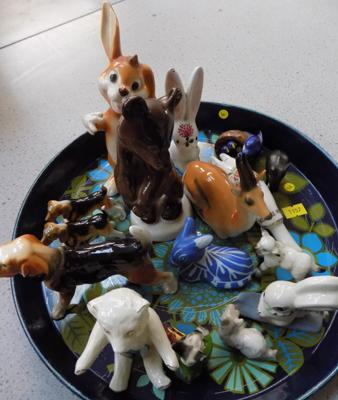 Tray of animal ornaments, incl Beswick