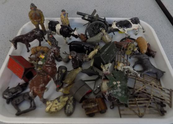 Selection of vintage lead figures & animals